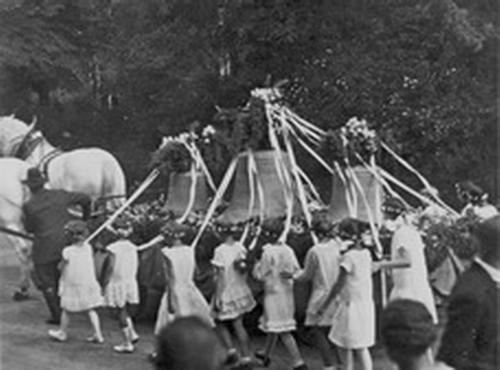1930-Glockeneinholung-3 Größe ändern Größe ändern